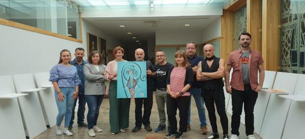 La concejal de Promoción Economica, Susana Travesí, junto al ganador y el jurado del concurso del cartel de San Froilán 2019.