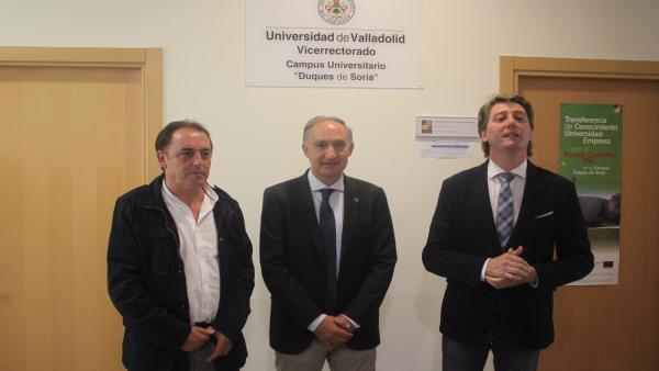 De izda a dcha, Benito Serrano, Antonio Largo y Carlos Martínez tras la reunión en el Campus de Soria.