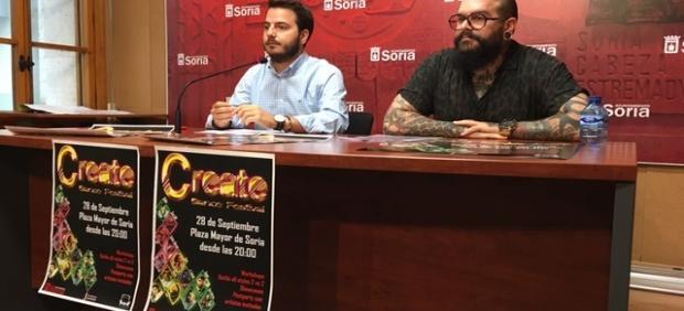 Eder García (izda) y Víctor Monge en la presentación del Create Dance Festival .