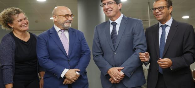 La directora de Andalucía Film Commission, Piluca Querol; el presidente de AFC, Carlos Rosado; el vicepresidente de la Junta de Andalucía, Juan Marín; y el director de la RTVA, Juande Mellado.