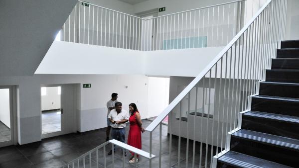 La alcaldesa de San Fernando, Patricia Cavada, visita el centro de adulto María Zambrano