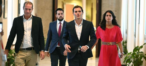 Rivera ofrece ahora a Sánchez una abstención \