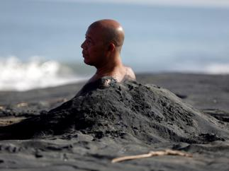 Medicina con arena negra