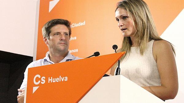 El portavoz de Cs en el Ayuntamiento de Huelva, Guillermo García Longoria, y la portavoz de Cs en la Diputación, María Ponce.