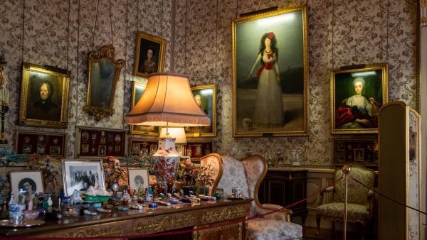 Salón Goya del Palacio de Liria. Al fondo el archiconocido retrato de la Duquesa de Alba.
