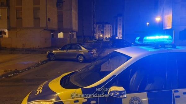 Intervención de la Policía Local de Sevilla con motivo de una reyerta en el Polígono Sur