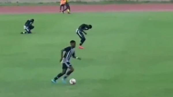 Un rayo alcanza a varios jugadores en pleno partido