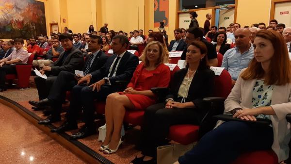 El consejero de Ciencia, Innovación y Universidad del Principado, Borja Sánchez, asiste a una conferencia en el campus universitario de Gijón