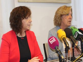 La alcaldesa de Alcázar de San Juan y la edil Amparo Bremard en rueda de prensa