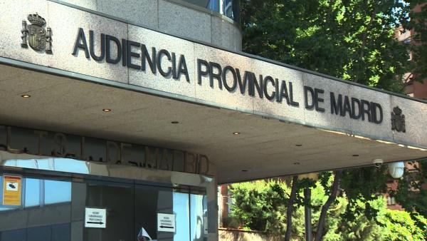 Entrada de la Audiencia Provincial de Madrid, donde se celebra el juicio a la auxiliar de enfermería que presuntamente asesinó a dos pacientes en 2015 al inyectarles gran cantidad de aire en el Hospital del Príncipe de Asturias.