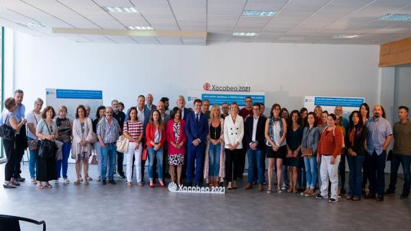 Román Rodríguez y Fabiola García presentan, con Aspanaes, el futuro centro asistencial y turístico del Monte do Gozo