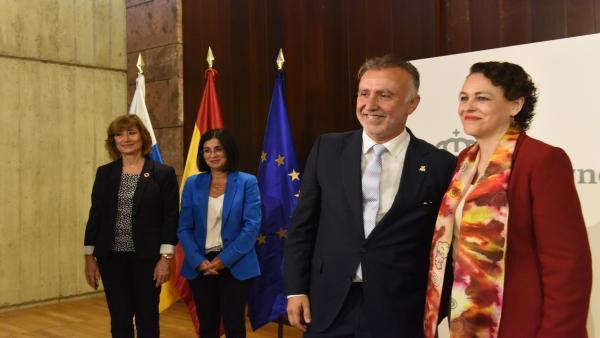El presidente de Canarias, Ángel Víctor Torres y la ministra de Trabajo, Magdalena Valerio