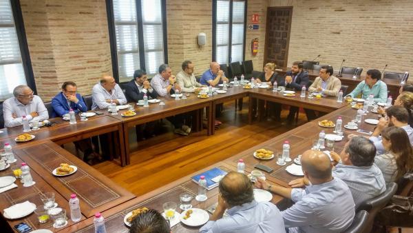 Reunión nde la Junta con representantes turístico de El Puerto