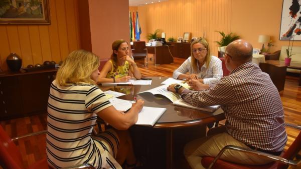 A alcaldesa Ana Mula mantiene una reunión técnica para establecer el cronograma de actuaciones que permitan la inversión  con cargo a los fondos Edusi