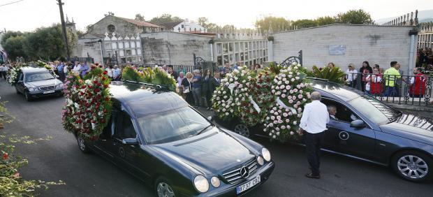 Funeral por las tres víctimas del crimen de Valga (Pontevedra) perpetrado por José Luis Abet Lafuente, apodado el Moro, de 45 años, que asesinó a exmujer, su excuñada y su exsuegra en presencia de sus hijos. Las exequias tienen lugar en el Auditorio de la