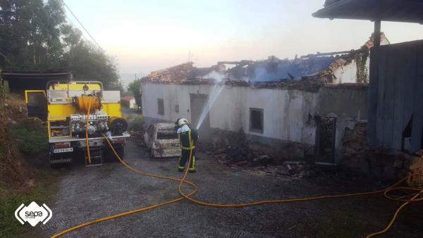 Incendio urbano en Corvera.