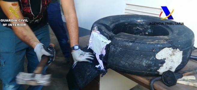 Cocaína escondida en un neumático