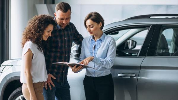 Quiero vender mi coche: ¿concesionario o internet?
