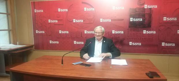El concejal de Cultura Jesús Bárez da a conocer el programa de las fiestas de San Saturio de Soria.