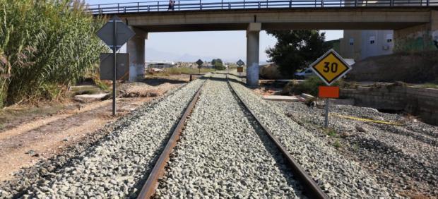 Adif restablece la circulación en la línea Murcia-Albacete tras daños gota fría