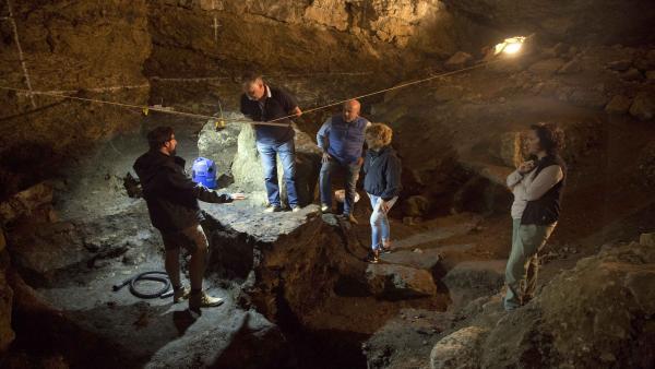 Excavaciones Científicas Que Se Están Realizando En La Cueva Del Pendo
