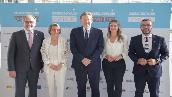 El presidente de la Generallitat Valenciana, Ximo Puig, en el centro, en la inauguración de la Feria Destaca Rurta 2019 en la Vall D'Uixó