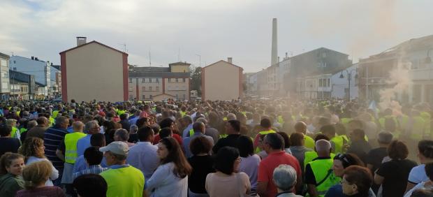 Manifestación en As Pontes (A Coruña) en defensa del empleo en la central