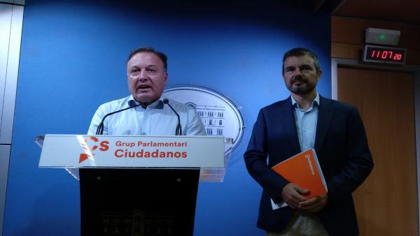 El diputado nacional de Cs, Joan Mesquida (I) y el portavoz en el Parlament, Marc Pérez Ribas.