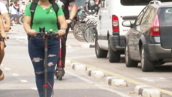 València multarà des del dilluns els usuaris de patinets elèctrics que incomplisquen l'ordenança