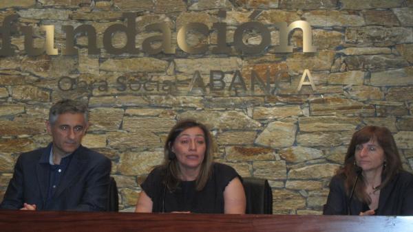 El profesor de la UB Josep Serra, la presidenta de Agadix, Esther López,  y su homóloga en Dislecan, Anita Pestaña.