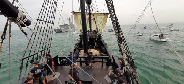 Parada naval homenaje a los marinos que dieron la primera vuelta al mundo