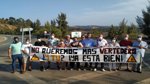 Acto de protesta del PP de Nerva contra el vertedero.