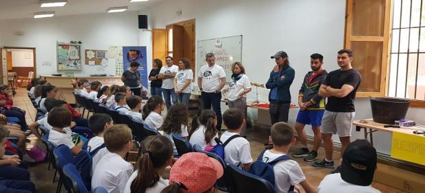 Celebración del Día Mundial de la Limpieza en el Aula de la Naturaleza de la Cañada de las Hazadillas.