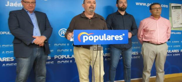 Rueda de prensa del portavoz del PP en el Ayuntamiento de Jaén, Gabriel Márquez, con los responsables sindicales de UGT, CCOO y CSIF