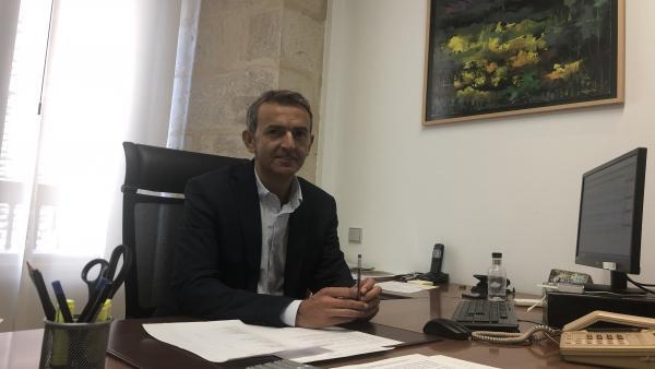 El diputado provincial y presidente de la Gestión de los Residuos Sólidos Urbanos (GERSUL), Santiago Dorado, en su despacho de la institución provincial.