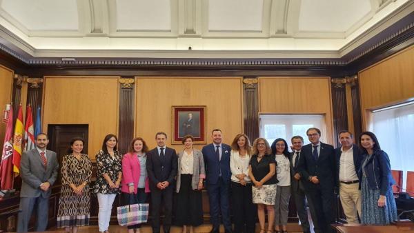 La concejal de Promoción Económica, Susana Travesí, ha recibido este viernes a los participantes de la Asamblea de la Asociación Española de Entidades de Crédito Social.