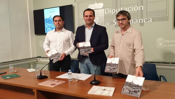 Scar Sánchez, David Mingo y Juanvi Sánchez, de izquierda a derecha, en la presentación del libro sobre el Colectivo OMA en Salamanca.