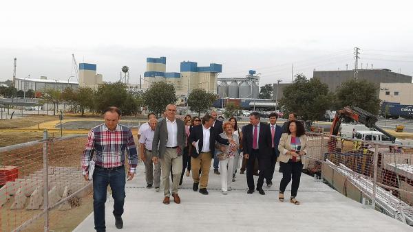 Espadas visita la nueva pasarela peatonal de Palmas Altas