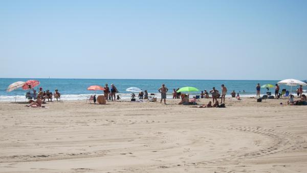 """L'Ajuntament de València estudiarà la prohibició de fumar en les platges i si l'aplica """"en una, dos o totes"""""""