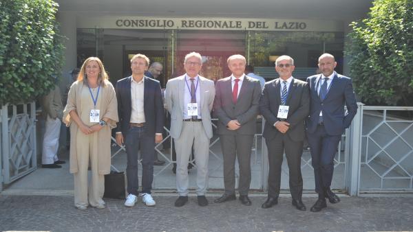Blanca Martín en una foto de familia en Roma durante la reunión del Grupo de Trabajo 'Migración, Política Social y Derechos Humanos' de la CALRE