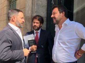 El líder de Vox, Santiago Abascal, junto al de la Liga, Matteo Salvini, en Roma