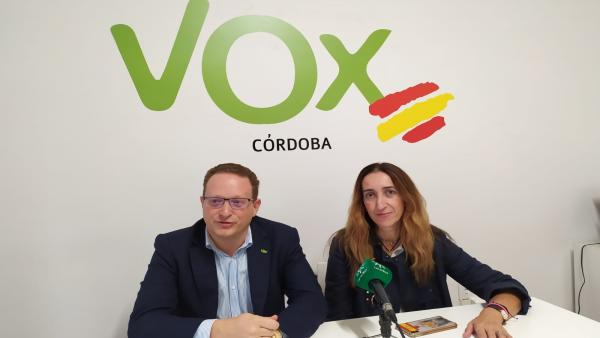 José Ramírez del Río y Paula Badanelli en la sede de Vox en Córdoba.