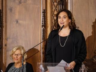 Carmena y Colau en el ayuntamiento de Barcelona