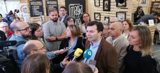 El secretario xeral del PSdeG, Gonzalo Caballero, en la feria 'PONT UP'