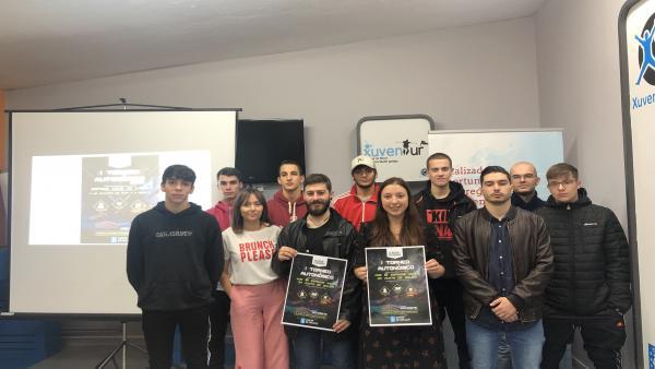 La directora xeral de Xuventude, Participación e Voluntariado, Cristina Pichel, presenta el primer torneo gallego de League Of Legends.