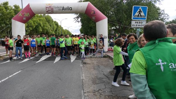 Salida de la Carrera contra el cáncer y marcha solidaria' de Ávila.