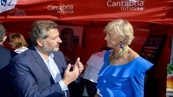 Lombó con el consejero de Turismo de la Embajada de España