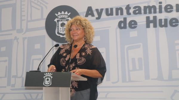 La Presidenta del Grupo Municipal del PP en el Ayuntamiento de Huelva, Pilar Marín, en rueda de prensa