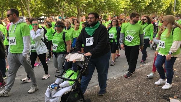 El alcalde de Ávila en la marcha contra el cáncer