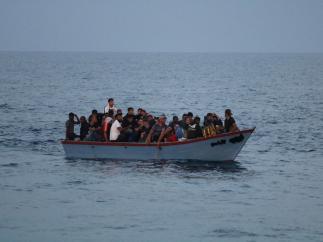 Italia autoriza el desembarco de los 182 migrantes del 'Ocean Viking' en Sicilia